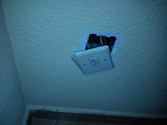 Don Gregorio Apartments: Socket hanging off in living space