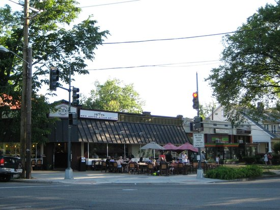 Pete's New Haven Style Apizza: Restaurant exterior with outdoor seating