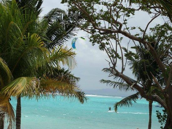 ClubHotel Riu Ocho Rios: Haciendo kite en la playa!