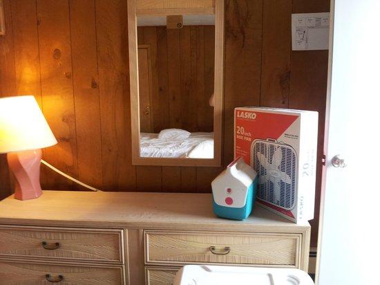 Twi-Lite Motel: Room