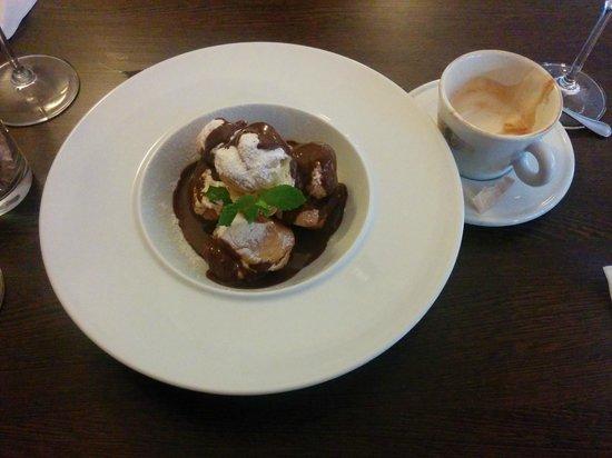 Villa Bily Mlyn : Profiterole with valrhona chocolate & Cappuccino
