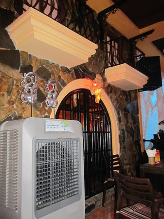 La Mancha Restaurant: Some of the internal decor and air conditioning