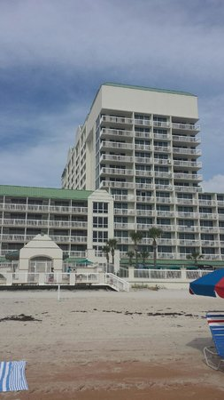 Daytona Beach Resort and Conference Center: Hotel from the beach