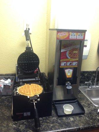 Days Inn Moab: waffle