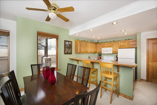 Arrowhead Village Condominiums : Kitchen and Dining Area