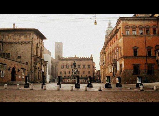 Piazza Maggiore : bellissima in prima mattinata