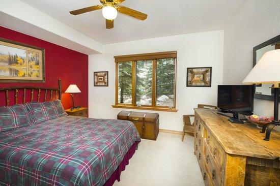 Arrowhead Village Condominiums : Master Bedroom
