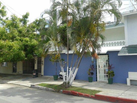 Caribo Cozumel: Vista de la entrada al hotel