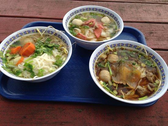 Wat Mongkolratanaram Thai Temple: Soup Line