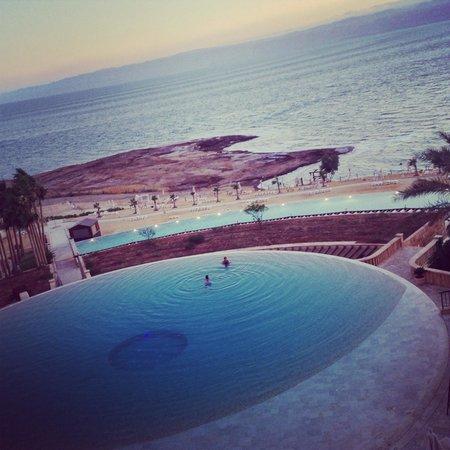 Kempinski Hotel Ishtar Dead Sea : View from the restaurant terrace