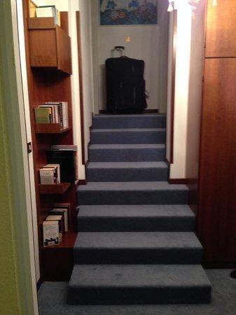 Hotel La Fenice Et Des Artistes: Escadaria