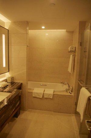 Sofitel Jinan Silver Plaza: La Salle de bain