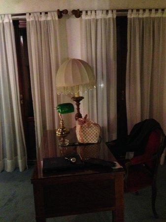 Hotel La Fenice Et Des Artistes : Escritório