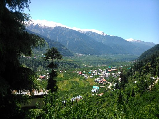 Pause at Manali: view of the valley in front