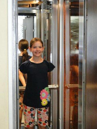 Omiros Hotel : Elevator