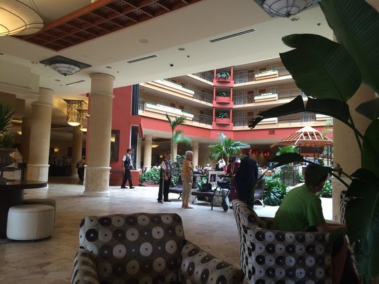 Embassy Suites by Hilton San Juan Hotel & Casino: Lobby