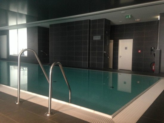 Indoor pool picture of adina apartment hotel hamburg for Appart hotel hambourg