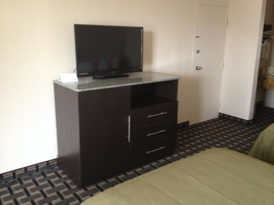 Quality Inn & Suites Sebring : New Flat TV