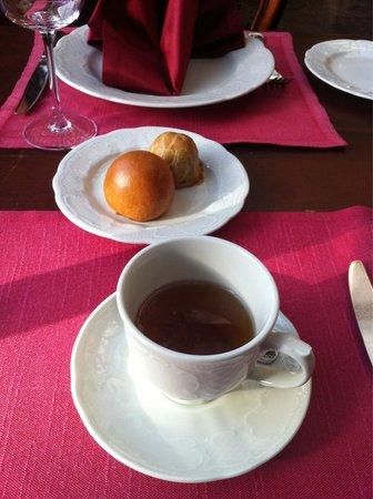 Café Pushkin: Lahanali ve mantarli çörekler ve Puskin Cayı.