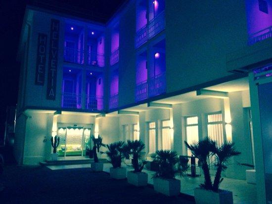 Hotel Helvetia : Entrata dell'hotel