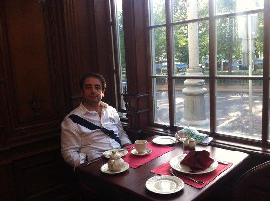 Café Pushkin: Caminin onu yazın sıcak.