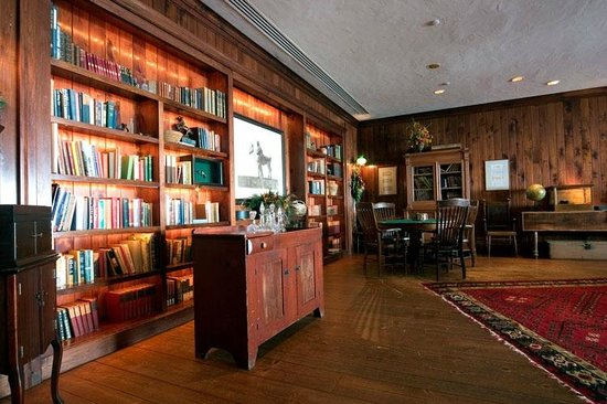 SaddleRidge at Beaver Creek Resort: Library