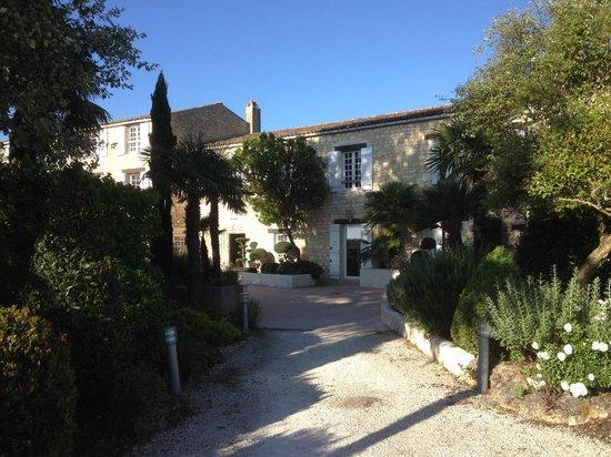 Le Moulin de Chalons : Entrance from car park