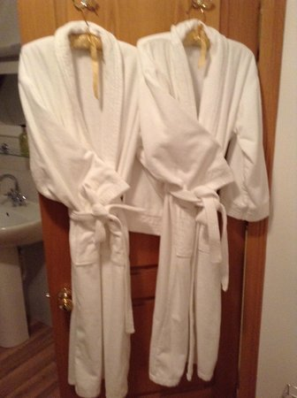 Graineag Bed and Breakfast: Nice Touch the Bathrobes
