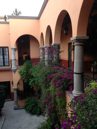 Antigua Capilla Bed and Breakfast : Every room overlooks the patio