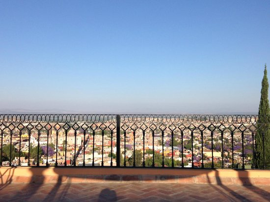 Antigua Capilla Bed and Breakfast: Amazing roof top view perfect for yoga/meditation or reading.