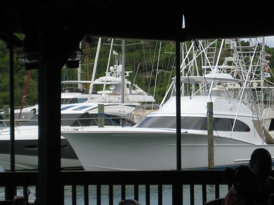 Fish Tails Bar and Grill : Dining Among Boats