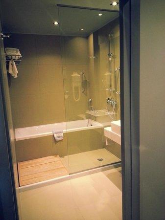 Aeolos Beach Resort : Lovely bathroom