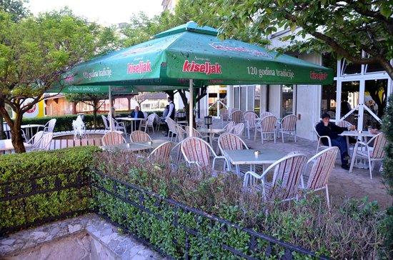 Hotel Sunce: Hotel's garden