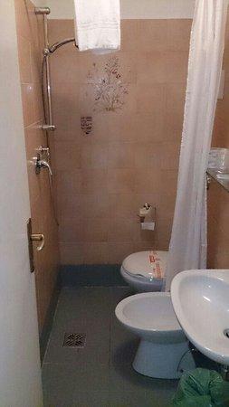 Hotel Canada Venezia: Da notare la doccia!! pagato 150 euro a notte!!!!