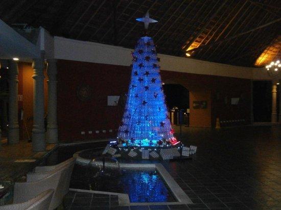 Catalonia Playa Maroma: L'albero di Natale alla reception!!!