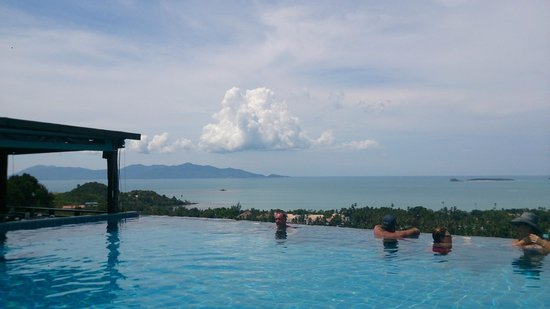 Mantra Samui Resort: view down beyond pool