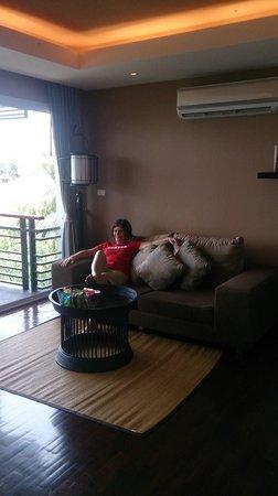 Mantra Samui Resort : living area of wow room