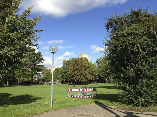 Schlossgarten : 公園の中から、中央駅の方を望む