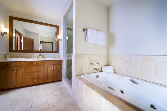 Snow Cloud Lodge: Bathroom
