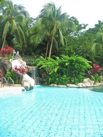 Sabah Hotel Sandakan : Бассейн