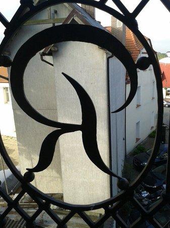 """Rejs: Vom Balkon..mit stilisiertem schmiedeeisernem """"R"""""""