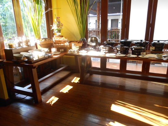 De Naga Hotel: Breakfast Buffet