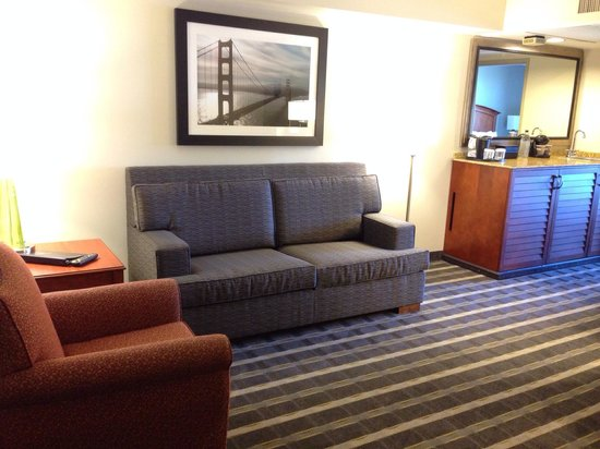 Embassy Suites by Hilton Hotel San Francisco Airport (SFO) - Waterfront : Newly refurbished living area in suite
