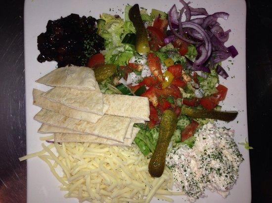 Fish & Grill: Veg option Cheese salad