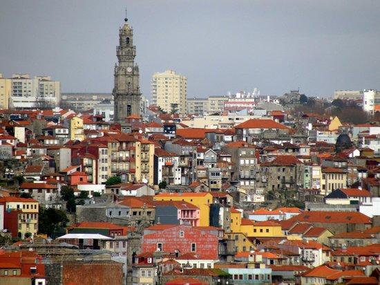 Clerigos Tower : A torre vista de várias partes da cidade
