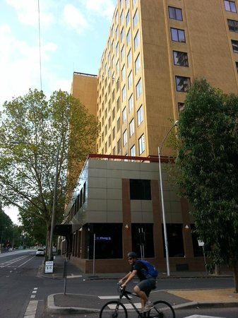 Radisson on Flagstaff Gardens: Lateral hotel view