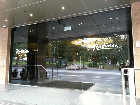 Radisson on Flagstaff Gardens: Main entrance