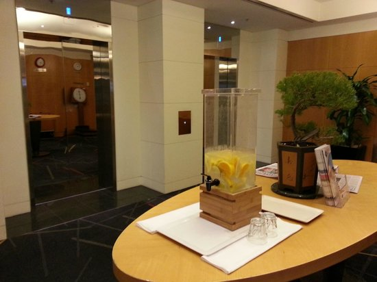 Radisson on Flagstaff Gardens: Cold water refreshment - nice touch!