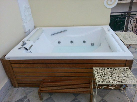 Hotel Excelsior Parco: Hot tub on balcony
