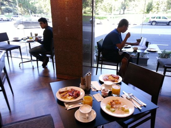 Radisson on Flagstaff Gardens: Breakfast buffet with such a nice view